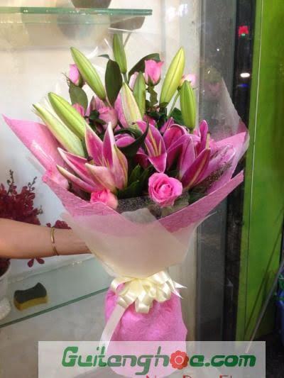 Bó hoa ly tặng tốt nghiệp